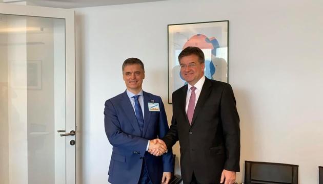 Prystaiko invita al presidente de la OSCE a visitar Stanitsia Luganska