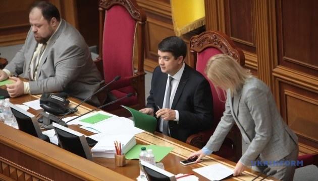 Разумков відкрив ранкову Раду, у залі — 365 депутатів