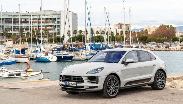 Porsche розсекретив свій новий електрокар