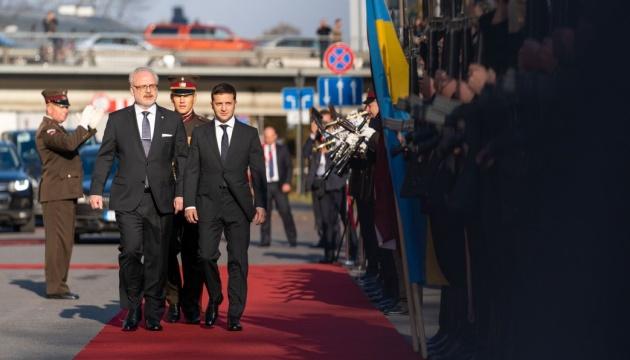 Ucrania y Letonia acuerdan continuar la cooperación coordinada en instituciones internacionales
