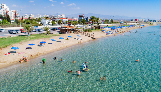 Кіпр чекає на туристів з 15 червня