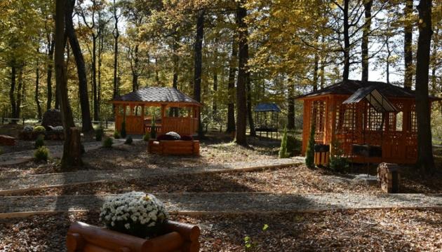 На Прикарпатті облаштували нове місце відпочинку «Біля дуба»