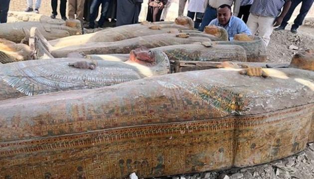 Египетские археологи нашли в Луксоре 20 древних саркофагов