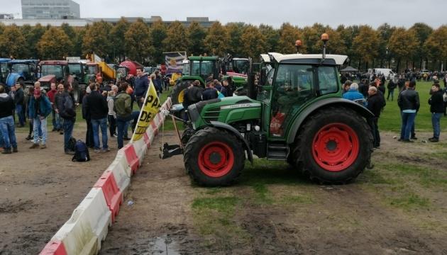 Митинг фермеров парализовал Гаагу, к парламенту стянули военную технику