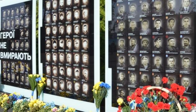 У Дніпрі відкрили п'ятнадцяту стелу з іменами загиблих захисників
