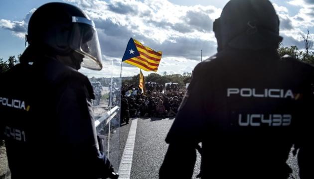 Правительство Испании отправляет две сотни спецназовцев в Каталонию