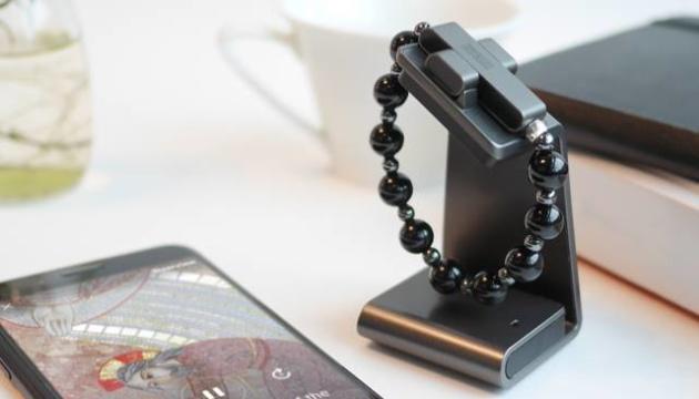 Ватикан розробив і представив електронні чотки з «розумним» хрестом