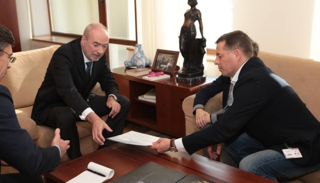 Сущенко передав листа Макрону