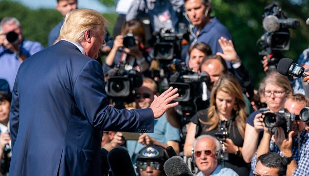 Трамп уверяет, что не отправлял Джулиани в Украину - СМИ