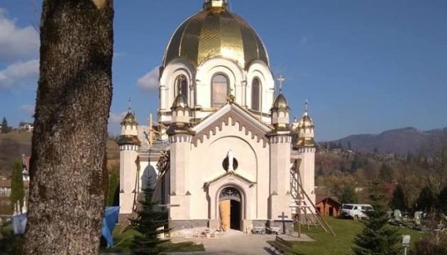 З церкви на Львівщині здерли унікальні розписи й обклали стіни кахлями