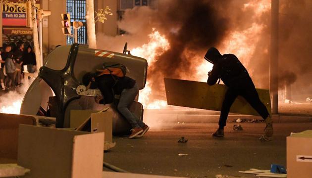 У Барселоні протести знову переросли у масові заворушення