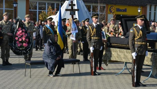 Погибшую на Донбассе Ярославу Никоненко похоронили в Миргороде