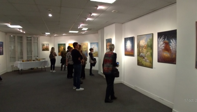 Картини-ілюзії Олега Шупляка представили на вернісажі в Парижі