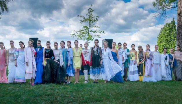 У Чикаго пройде показ нової колекції Оксани Караванської на підтримку української школи