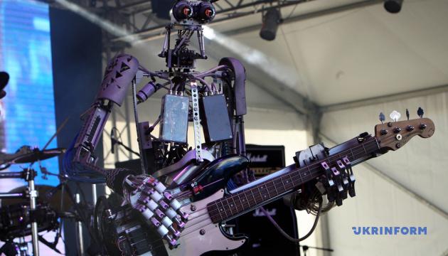 В Україні виступив рок-гурт роботів Compressorhead