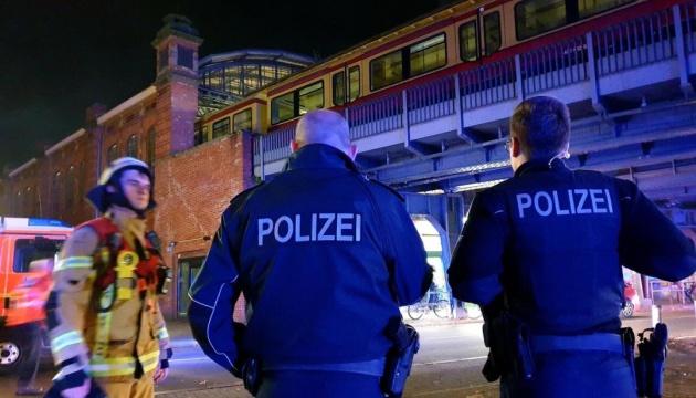 В Берлине горел поезд с футбольными фанатами, есть пострадавшие