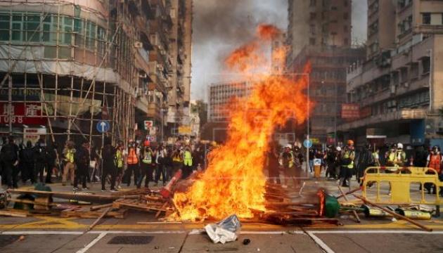 Прем'єр Китаю заявив, що протести у Гонконзі завдали суспільству шкоди на всіх фронтах