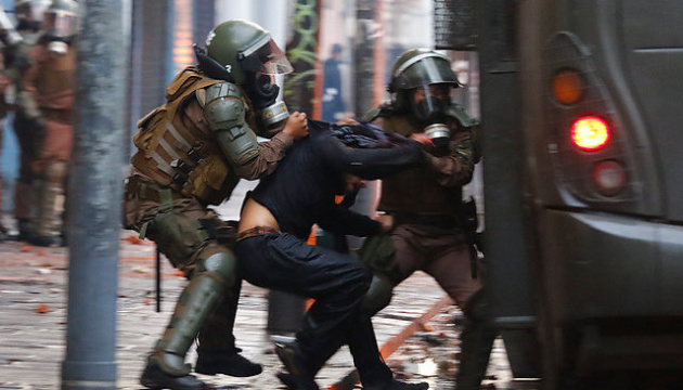 Президент Чили отменил саммит APEC из-за протестов