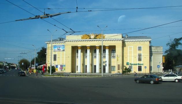 """У Вінниці вперше тестували площу міста методом """"тактичного урбанізму"""""""