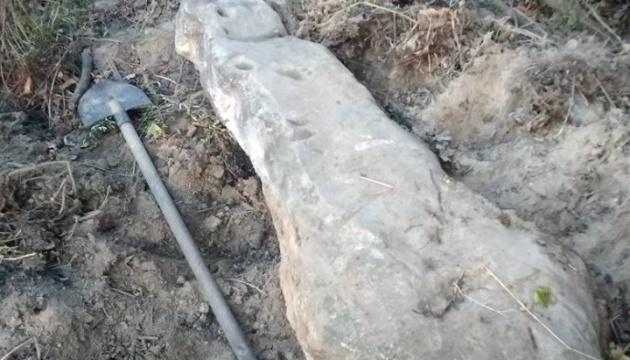 На Вінниччині знайшли рідкісну стелу епохи бронзи