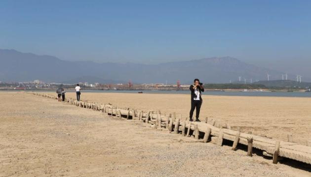 В Китае засуха показала 600-летний мост