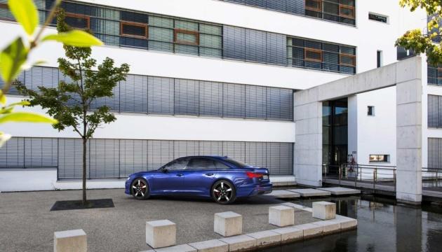 Audi показала новый гибридный седан