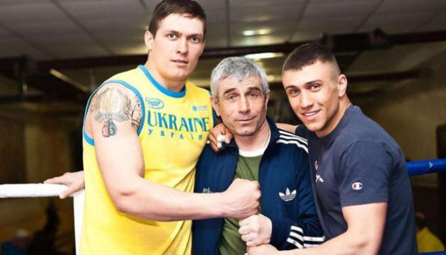 Батько-тренер Василя Ломаченка отримав спеціальний пояс WBC