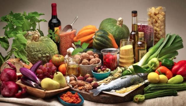 """Вода, сезонні овочі та спеції: українцями дали """"здорові"""" поради на осінь"""