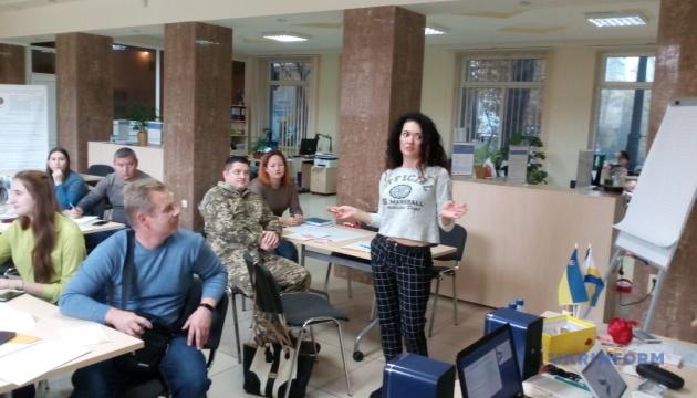 Як поводитися у конфліктних ситуаціях: у Миколаєві провели тренінг для працівників ОТГ