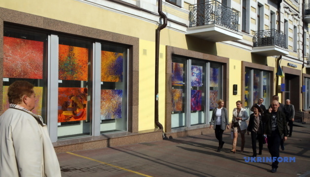 В Укрінформі відкрили виставку картин сучасної художниці Ольги Кондрацької