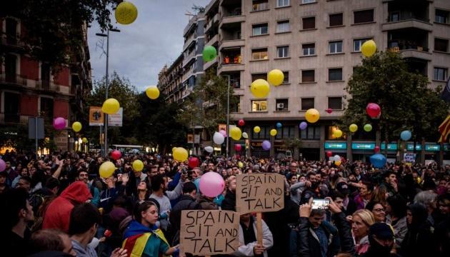 Протестующие в Каталонии блокировали дороги и железную дорогу