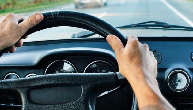 В Україні запустять експеримент з електронними водійськими правами