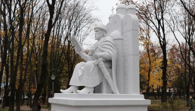 В Сумах открыли памятник Ярославу Мудрому
