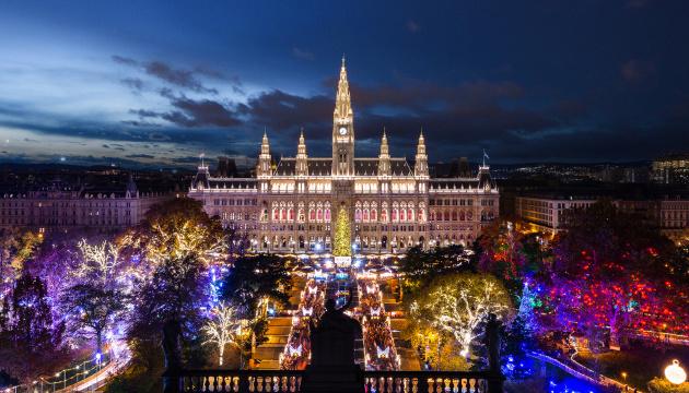 Різдвяний колорит перед мерією Відня