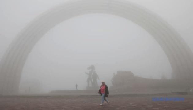 На Київ суне сильний туман