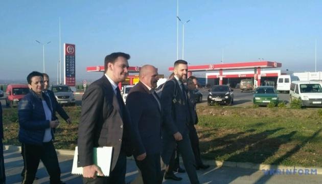 Імітація боротьби з контрабандою — Гончарук після візиту на Буковинську митницю