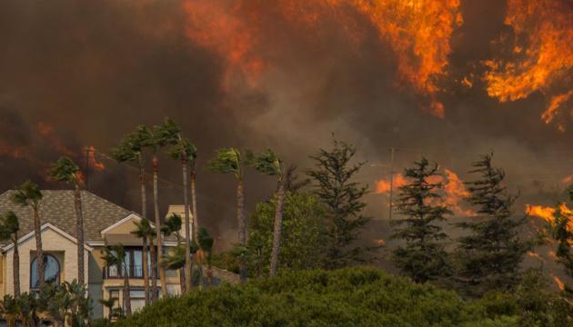 Пожары в Калифорнии: эвакуировали уже 90 тысяч человек