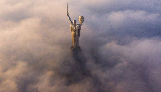 Дробович запитав в українців, як прибрати щит із пам'ятника Батьківщини-матері
