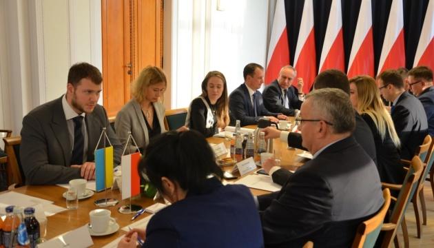 В Варшаве проходят переговоры по увеличению квоты на перевозки для Украины