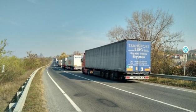 На выезд из Украины на словацкой границе очередь — более 10 километров