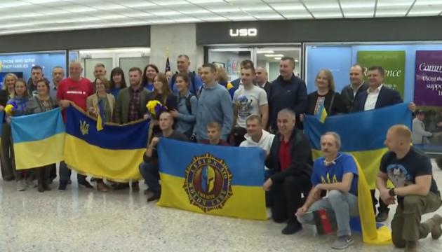 Ukrainian defenders taking part in MarineCorpsMarathon in US