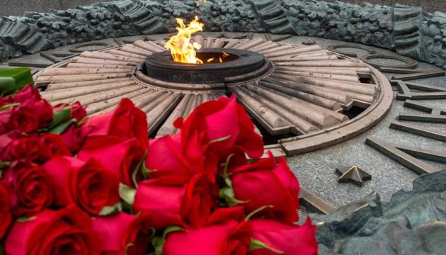 Війна за пам'ять про війну, або Як «скрєпи» стали путами