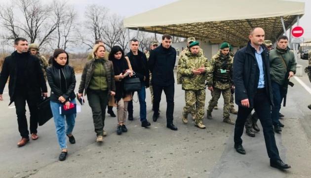 Goncharuk y Kolyada visitan el puesto de controles en Novotroyitske