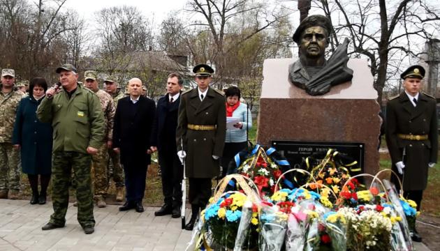 На Чернігівщині відкрили пам'ятний знак на честь Героя України Олега Міхнюка