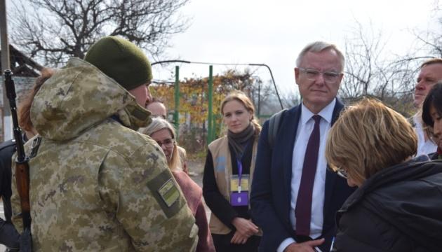 Des représentants de 11 pays de la mission de l'ONU ont visité le poste de contrôle de Hnutove