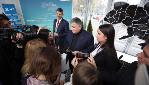 Аваков не збирається у відставку через справу Гандзюк