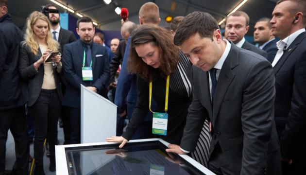 Президент в Мариуполе открыл Центр развития стартапов