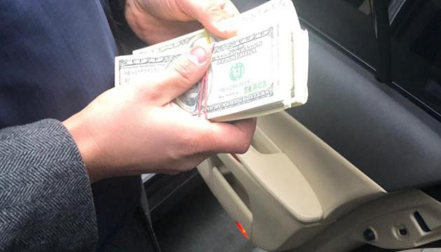 Працівник Нацбанку вимагав $50 тисяч хабаря за