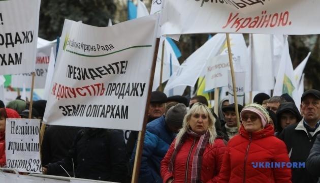 Протестувальники на мітингах борються за ринок землі
