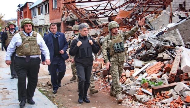 リトアニア外相、ウクライナ東部の前線を視察